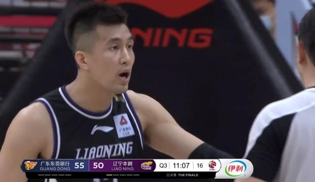辽宁输22分投降,郭艾伦却遭惩罚,第一超巨陪9个板凳打垃圾时间