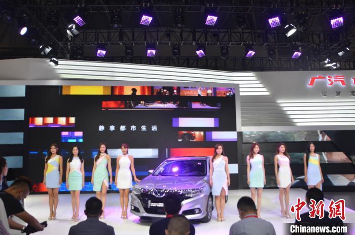 图为2020重庆国际汽车展览会。 黄麓茜 摄
