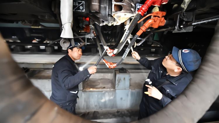 """东北支南列车开启为期40余天的""""北车支南""""任务"""