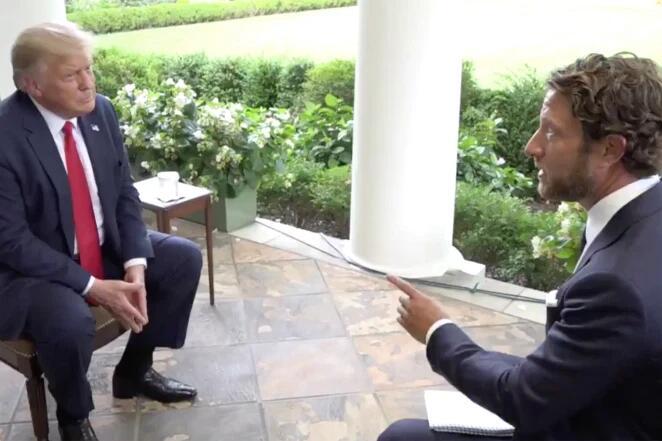 (特朗普在白宫接受采访。图源:《纽约邮报》)