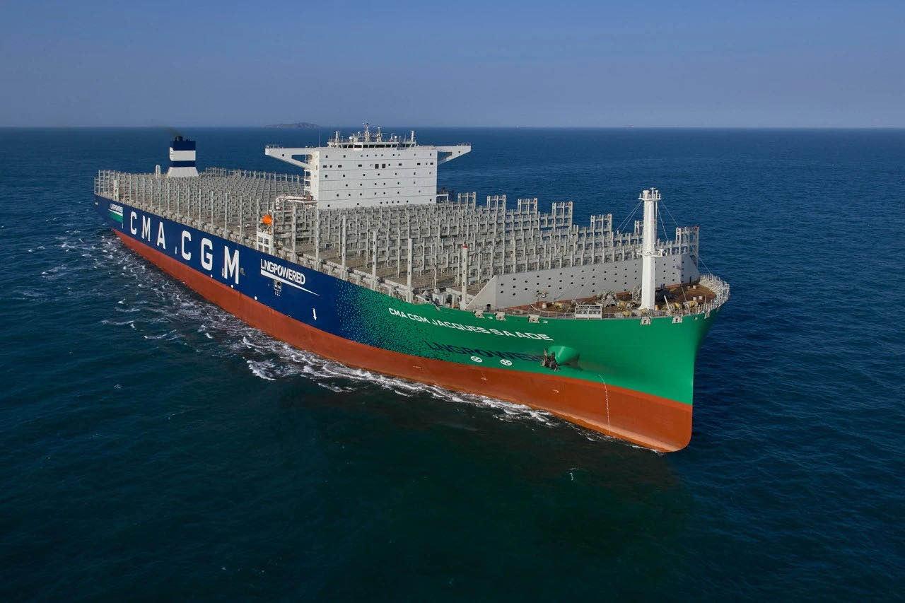 【上海优化】_可载22万吨!全球最大LNG动力集装箱船在沪交付,有多厉害?