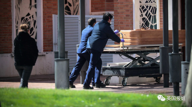 尸体被弃病床、医护人员逃跑,欧洲老人院惨状令人震惊
