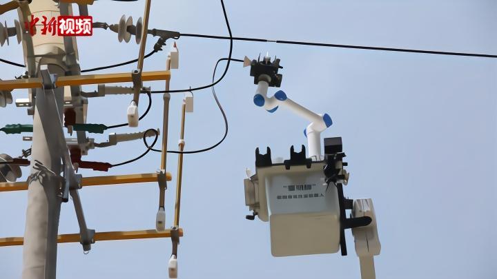 """带电作业机器人亮相:高压线上""""穿针引线"""""""