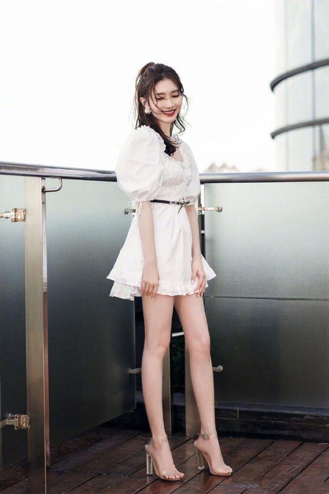 王漫妮:30岁的女人该追求品质了!一年就穿这5双经典鞋足够气质