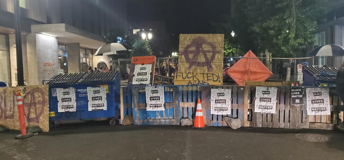 """【关键词扩展工具】_美国波特兰示威者也搞了个""""自治区"""",就在市长家门口"""