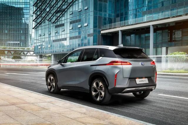 终身免费基础保养和质保,有这款爆款纯电SUV在,你还选择燃油车吗