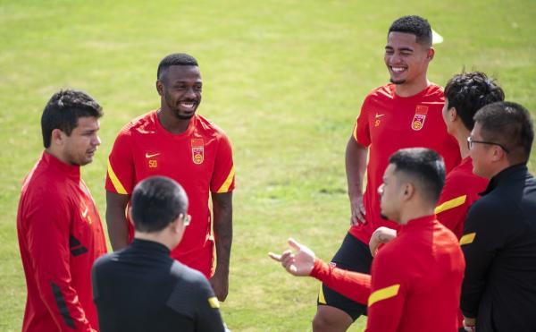 国足四名归化球员艾克森、费南多、雷火官网app蒋光太和李可。