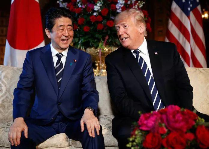 ▲资料图片:2018年4月,特朗普(右)与日本首相安倍晋三在佛罗里达州举行为期两天的会晤。(美联社)