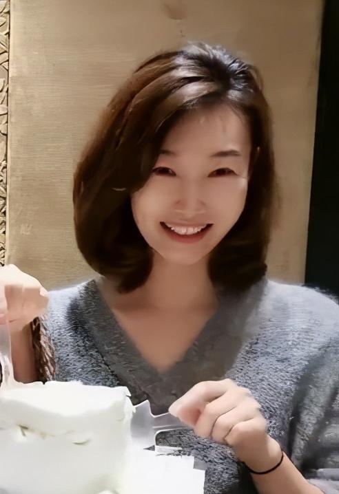 月亮姐姐为43岁李梓萌在线征婚 后者素颜出镜依旧精致 八卦 第3张