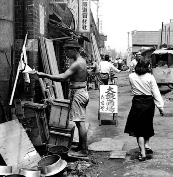 上图_ 二战后的日本,一片狼藉