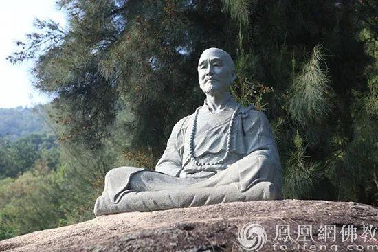 福建泉州清源山弘一法师坐像(图片来源:凤凰网佛教)