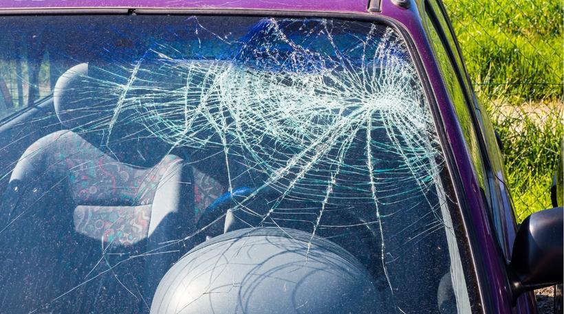 37121-69543-cracked-car-glass-xl.jpg