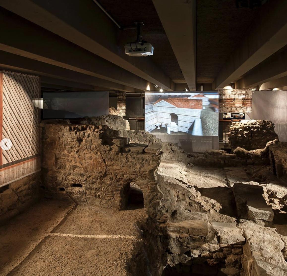 从巴黎地下挖掘出的高卢罗马防御工事等遗迹。 考古地下室博物馆官网 图