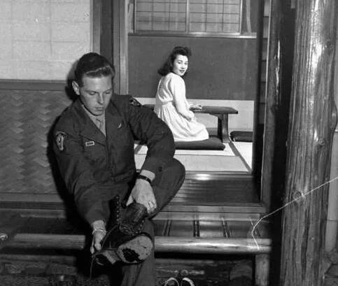 上图_ 二战后日本女人与美国大兵