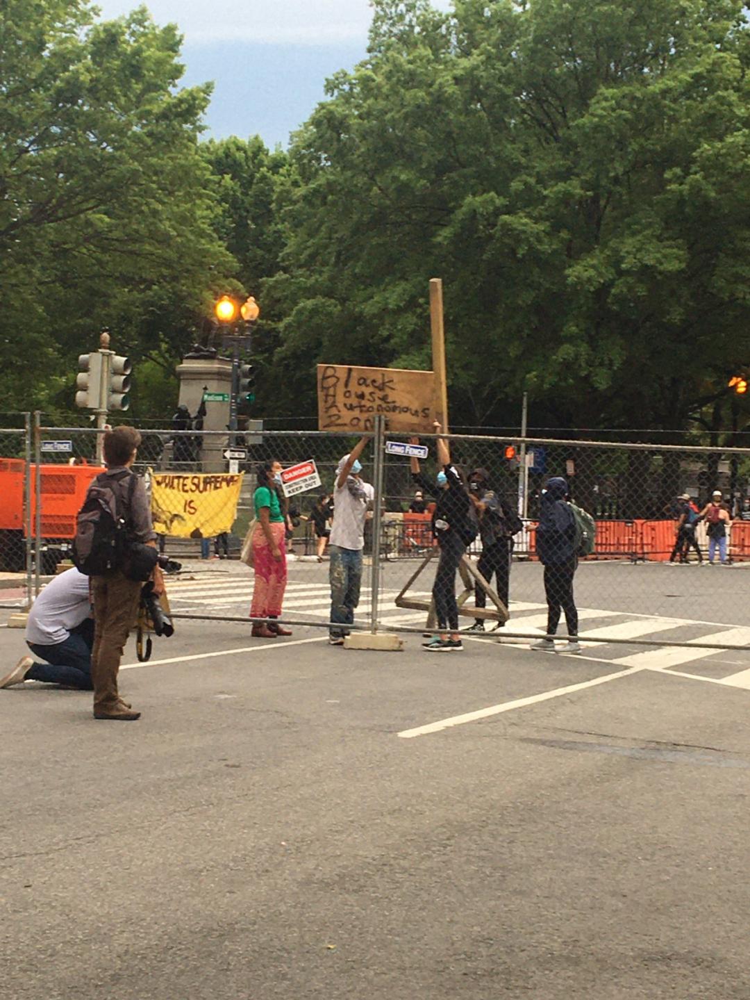 特朗普威胁武力打击抗议者 推文再被加警告标签