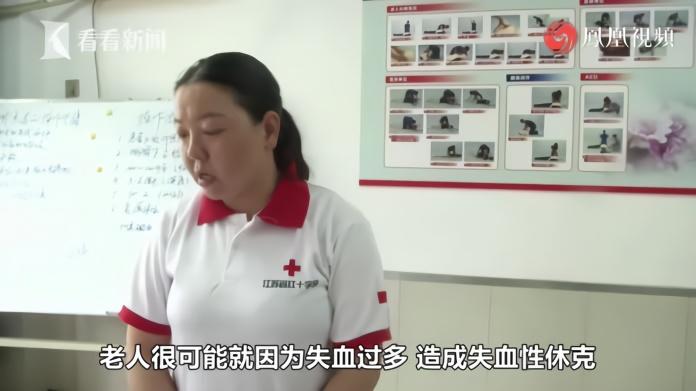 """救护培训师路遇车祸 上演""""教科书""""式救援"""