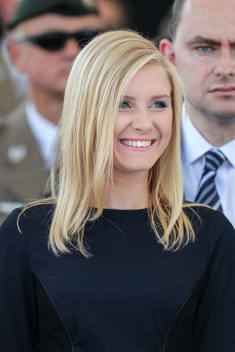 【杭州炮兵社区app招聘】_波兰总统任命女儿当顾问,她被称为波兰伊万卡