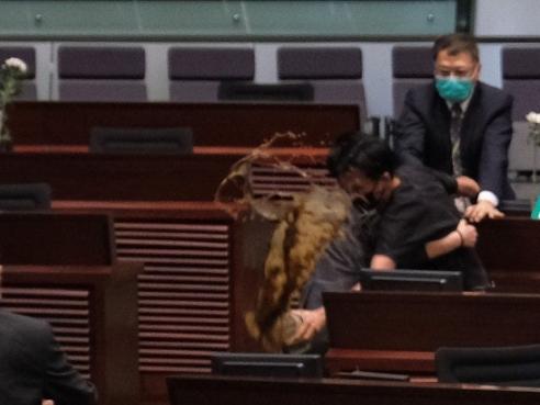 """【黄骅快猫网址】_香港一日:14名被告涉暴案开庭最小13岁 """"恶臭议员""""请交罚款"""