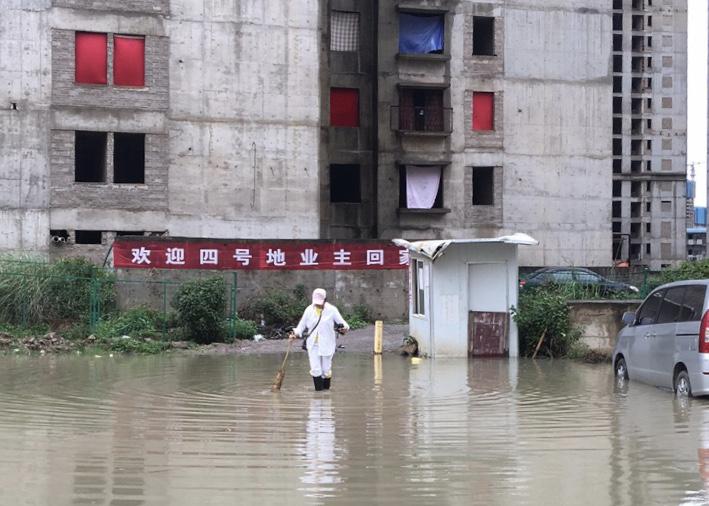 【链接买卖】_起底昆明城中村改造项目 业主:等待七年,我们住进烂尾楼
