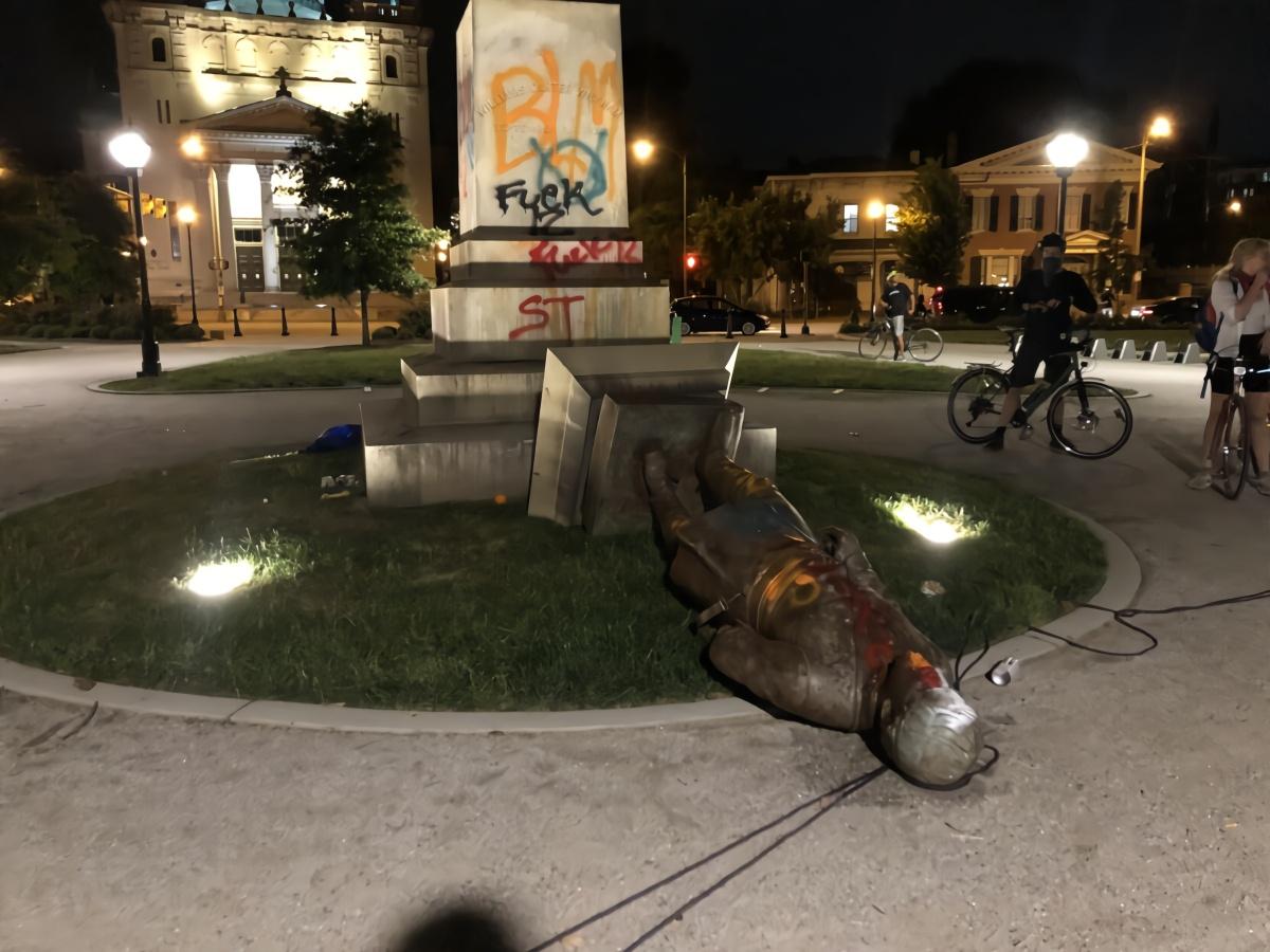 """【盈利营利】_美国上演""""传统项目"""":又一座南方邦联军雕像被推倒"""