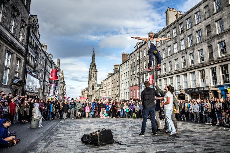 2019年爱丁堡边缘艺术节街景。今年不会出现这样的场面