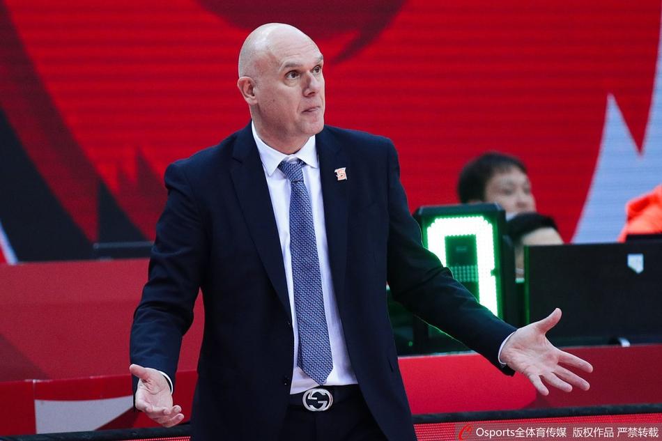 斯帕夏教练面对球员的表现,只能摊手。