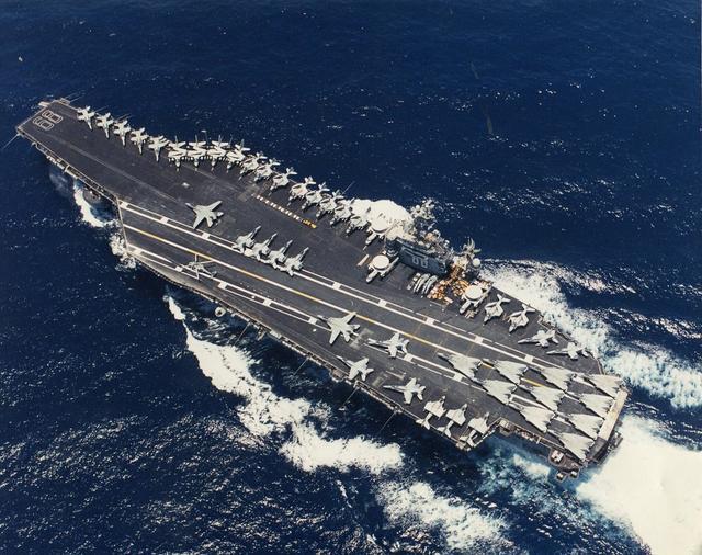 美核动力航母带病出征,官兵上舰竟只量体温,家属担忧泪流满面