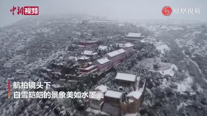 甘肃多地迎降雪:银装点缀山区宛如水墨画