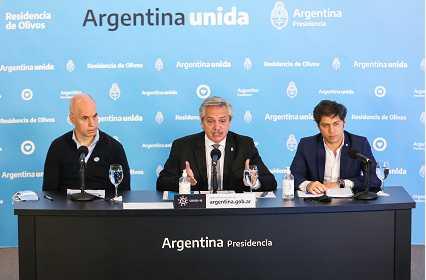 5月23日,阿根廷总统费尔南德斯与布市市长、布省省长一同出席政府发布会。