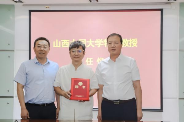 """【联署营销】_""""网红教授""""郑强北上后再获头衔"""