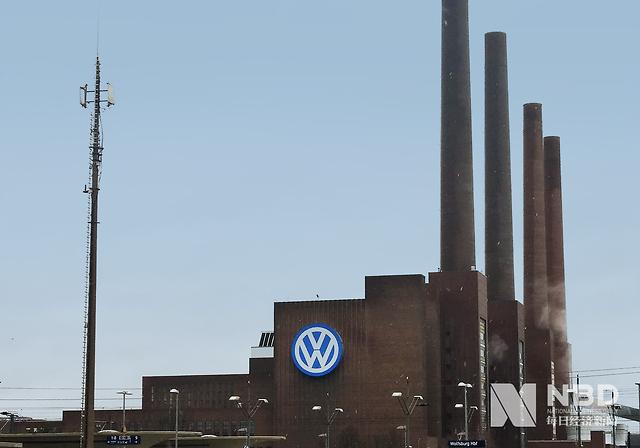 车企重启欧洲工厂,日产能仅几十辆,今年全球汽车销量或同比下降12%?