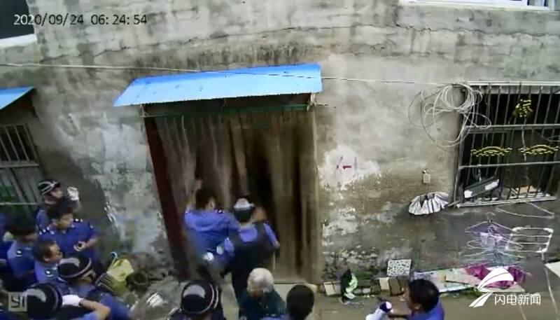 【黄骅程雪柔公交车】_河南一男子因拆迁被打7处骨折 当地政府回应