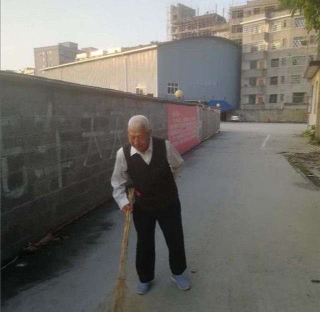 90岁的义务清洁工