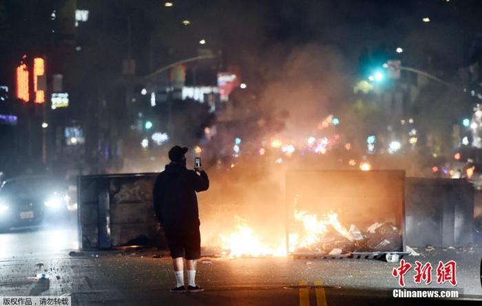 【啤儿茶爽】_包围法院、破坏警局……全美多地抗议引发暴力冲突