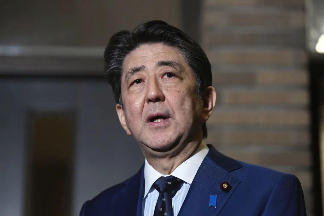 2020年3月24日,日本首相安倍晋三与国际奥委会主席巴赫举行电话会谈,双方达成一致,东京奥运会将确定推迟至2021年举办。新华社/共同社