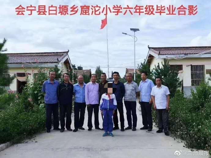 【迪士尼彩乐下载】_甘肃一乡村小学9名教师仅教1名学生?当地教育局回应