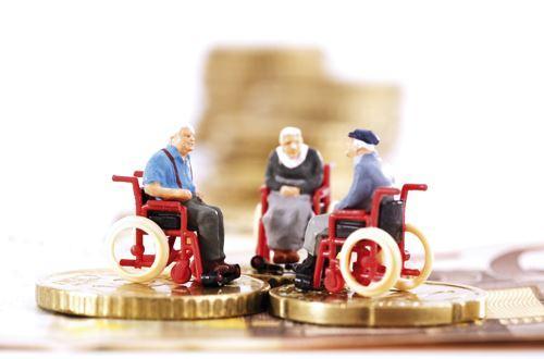 """两会委员代表关注""""老有所依"""":聚焦税延养老保险、机构养老"""
