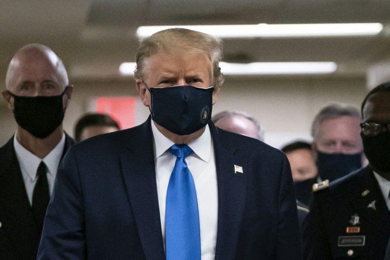 美国国会山报截图:特朗普佩戴黑色口罩