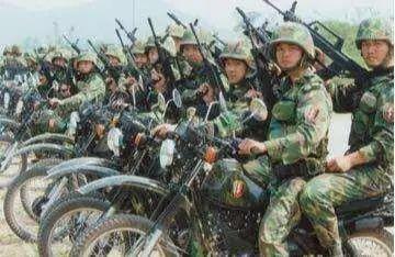 摩托化部队是骑着摩托车打仗的部队吗?看看这个你就知道了