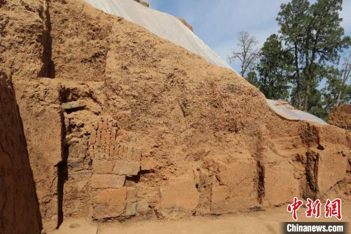 东踏道外侧立柱、地栿。陕西省考古研究院