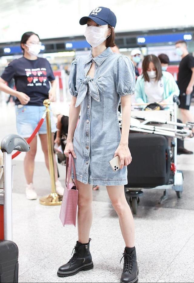 王丽坤满满少女感,穿牛仔裙装真有活力,长腿引人注目