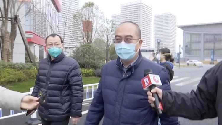 """武汉金银潭医院院长:现在是""""战时状态"""" 最缺的是人"""