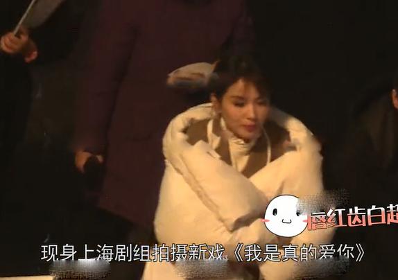 刘涛新戏路透曝光,被男子搂住求婚,见钻戒笑得一脸娇羞