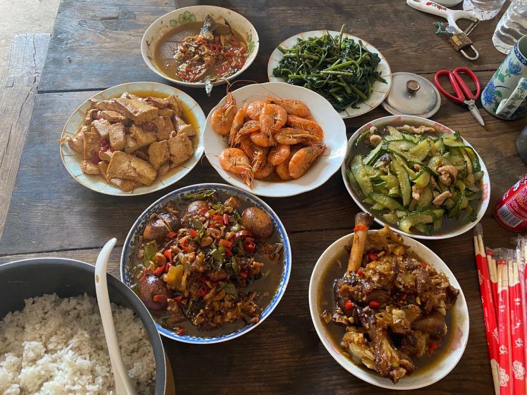 8月7日中午,宋小女提前与儿子儿媳做好的团圆饭菜。新京报记者杜雯雯 摄