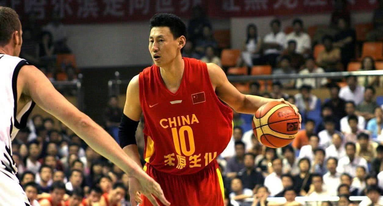 李楠后来成为中国男篮主帅。