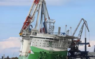 利勃海尔全球最大吨位海上风电安装船吊臂断裂