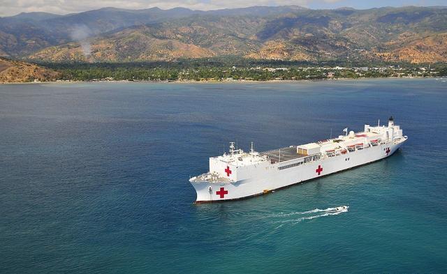 美国出动35艘医院船搭建216座火神山?别信!假的