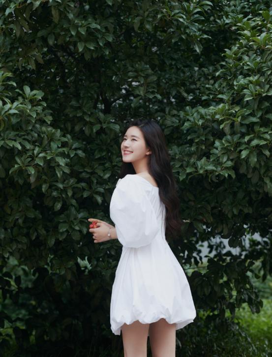 """有一种优雅叫做赵露思的""""公主裙""""!优雅精致的搭配,尽显时尚感"""