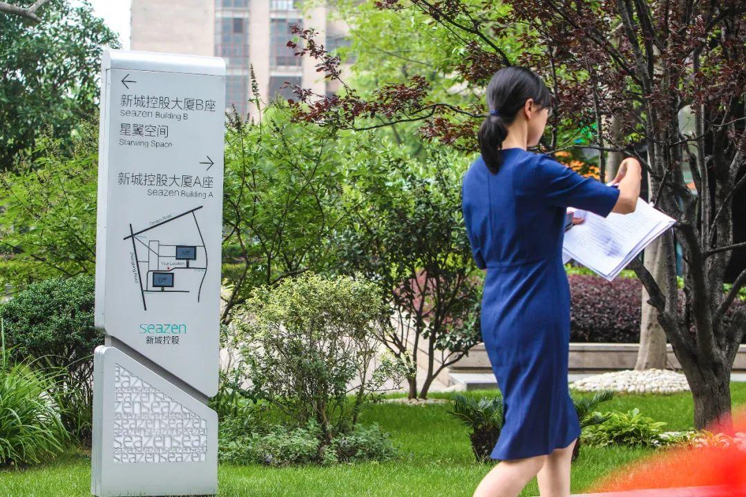 【洛阳楼凤验证】_知情人士谈王振华个人生活:一直不缺小姑娘 妻子回国后依然搞外遇