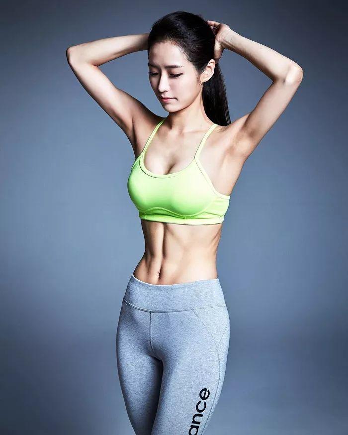 健身女孩挑战1天完成1000个卷腹,腰围减掉4cm!却遭到无数人炮轰